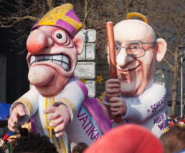 Und wer es noch immer nicht verstanden hat, den verprügelt der Papst - mit würdevollen Schlägen. © Dirk Jürgensen - Düsseldorf